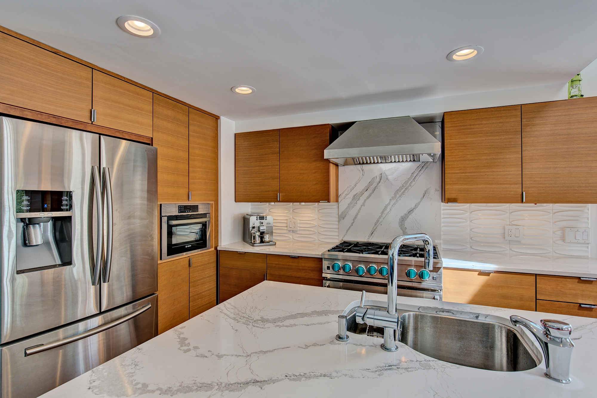 Stained Kitchen Cabinets in Sienna by ShowplaceEVO - view 1