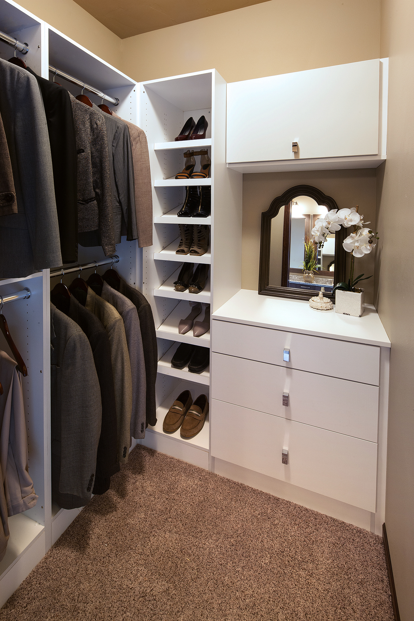 Textured Closet Cabinets in Glacier White by ShowplaceEVO