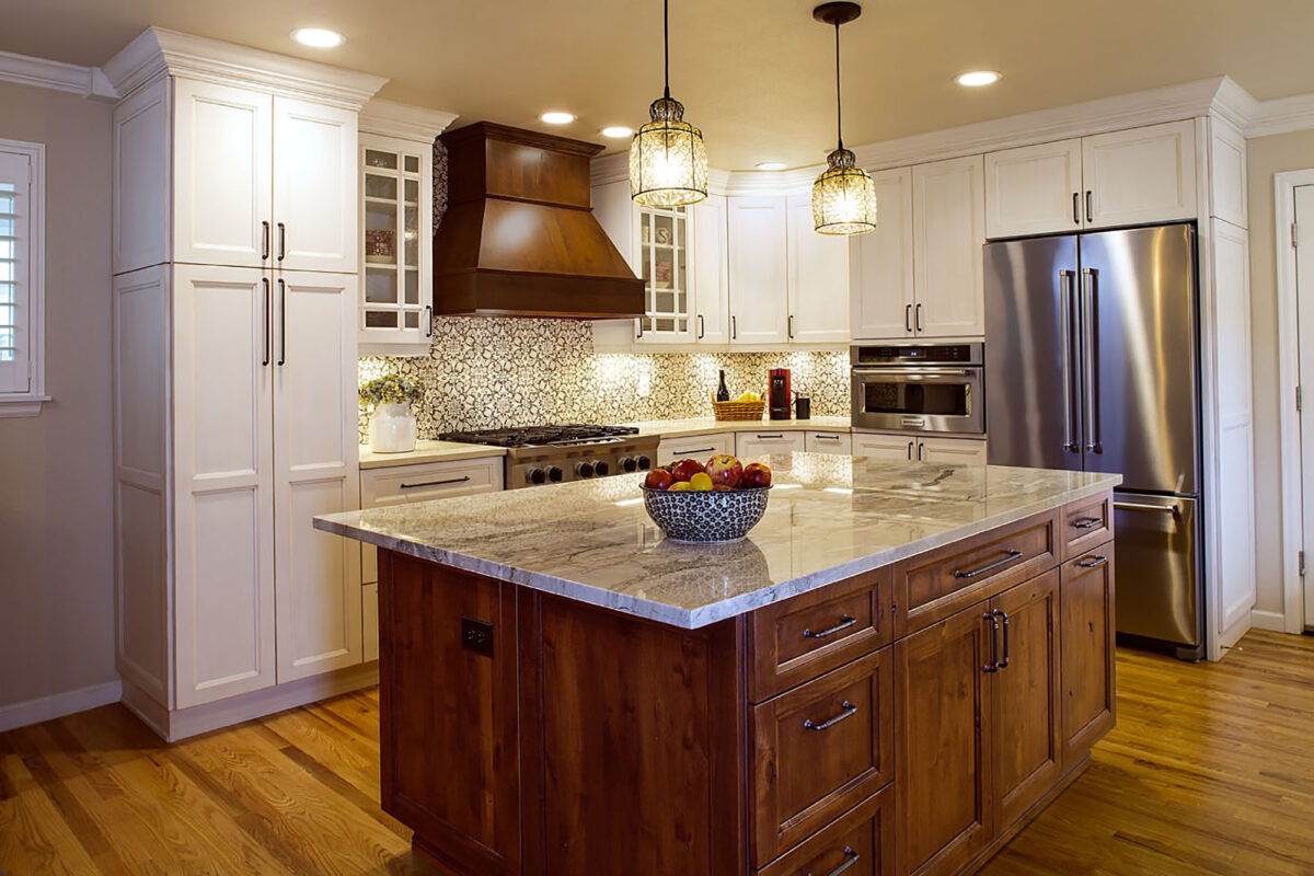 White Kitchen Cabinets With Large Island Showplace Cabinetry