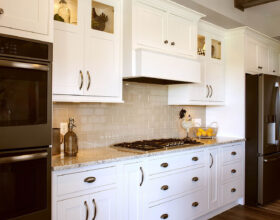 Painted kitchen cabinets in White by Showplace Cabinetry - view 4
