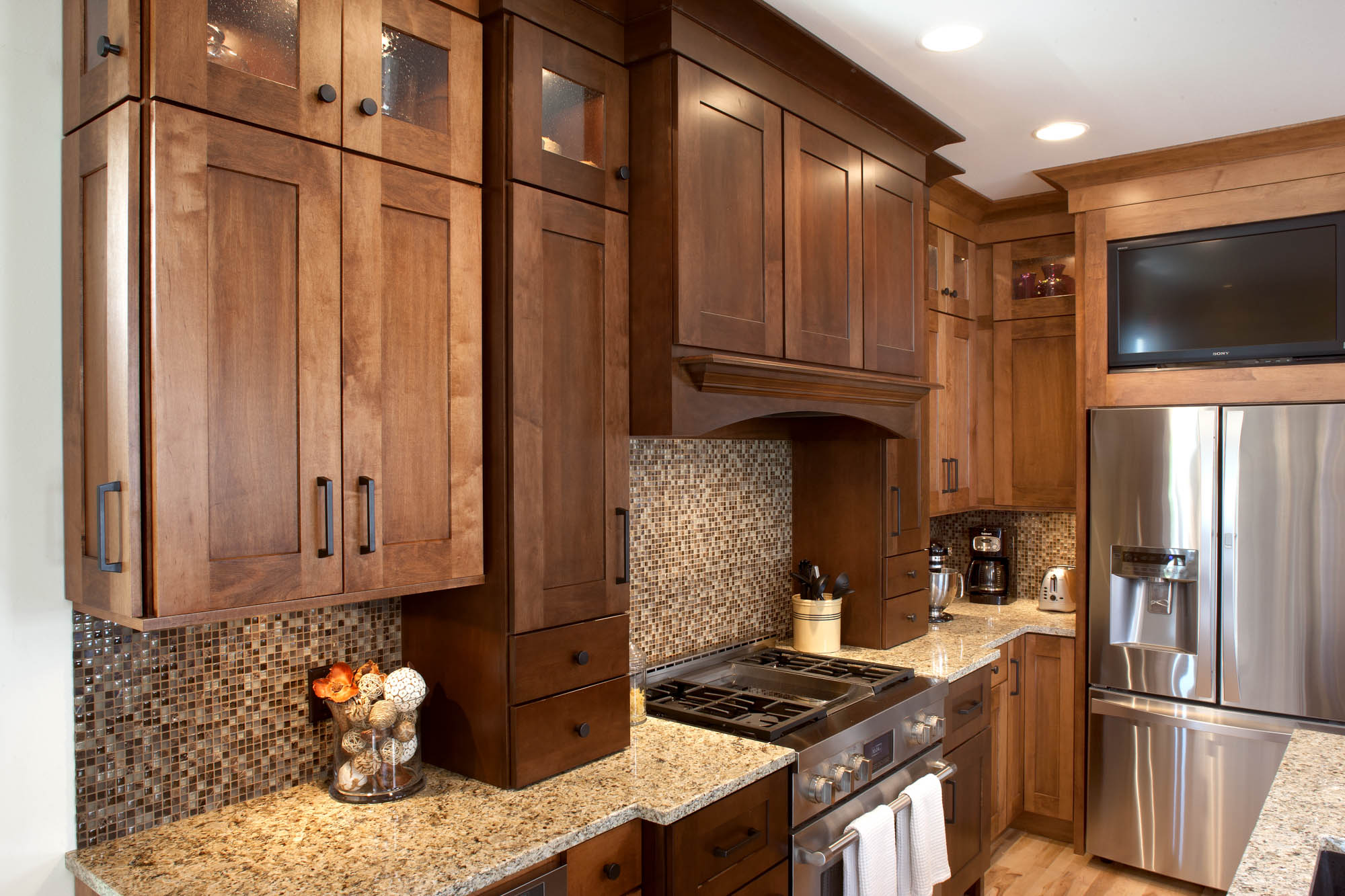 Lovely Stained Kitchen Cabinets In Harvest And Autumn By Showplace Cabinetry    View 4