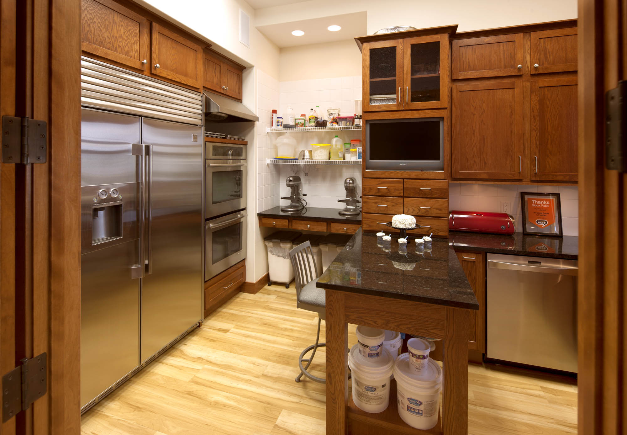 Stained professional kitchen cabinets in Autumn by Showplace Cabinetry - view 1
