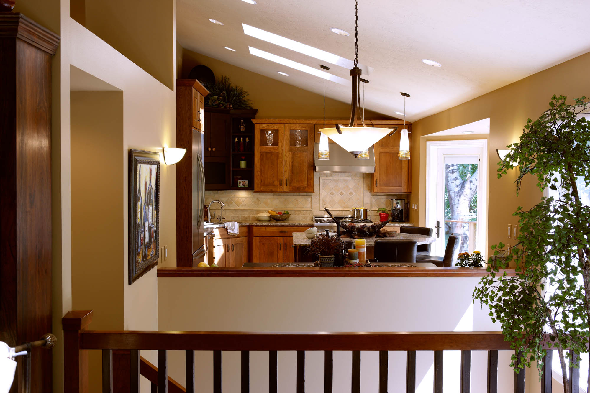 Stained kitchen cabinets in Truffle and Coffee by Showplace Cabinetry - view 2