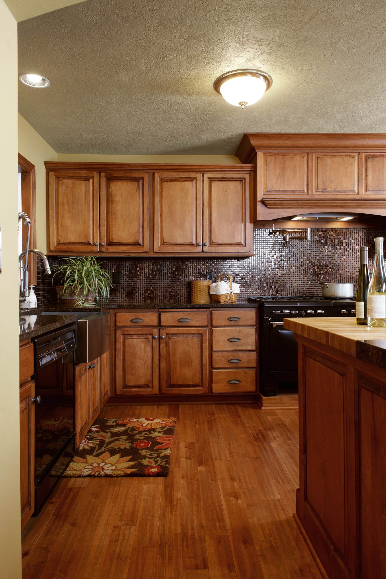 View The New Cabinets In This Refaced Kitchen Showplace
