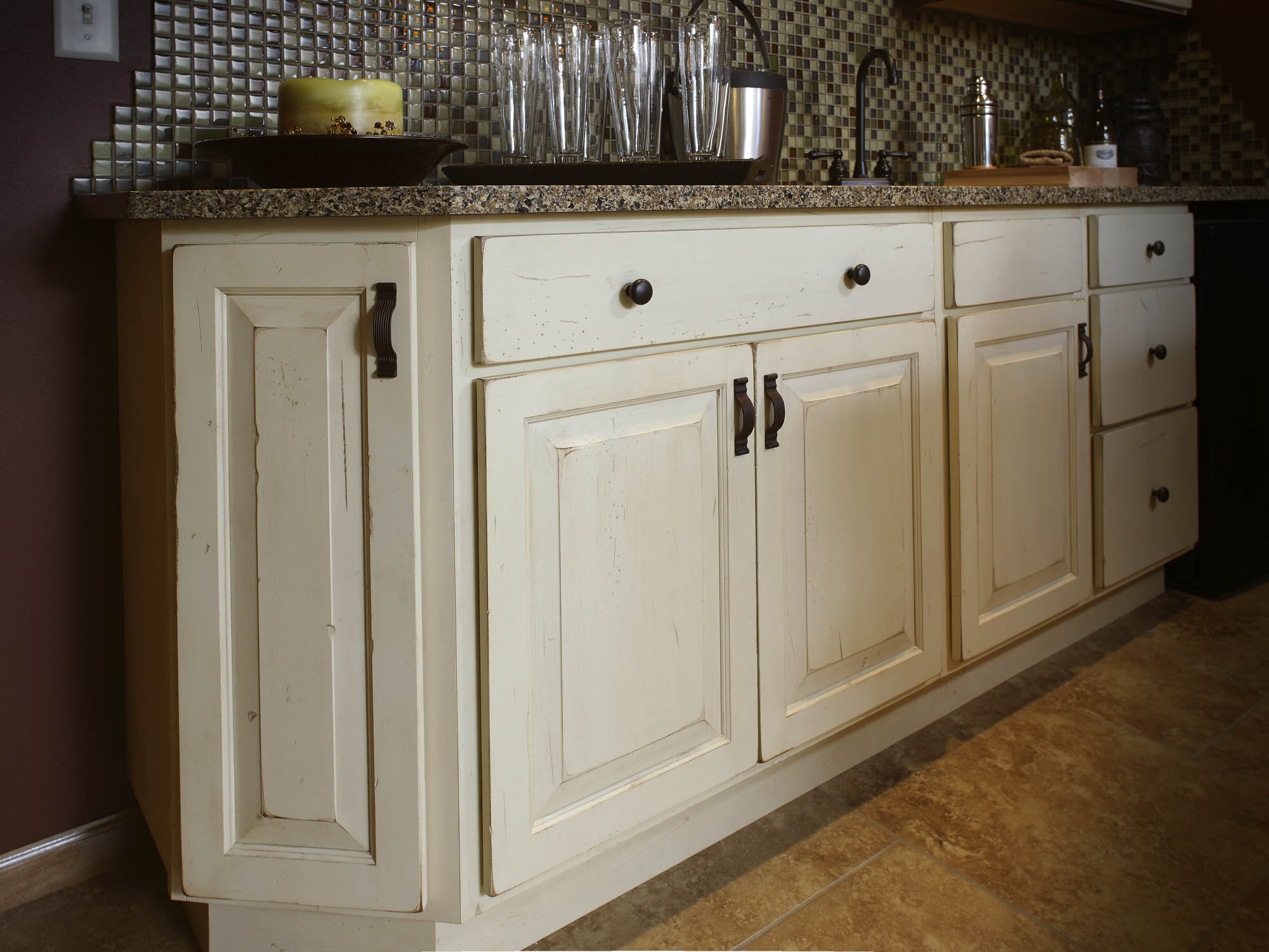 Painted family room wet bar in Vintage Linen by Showplace Cabinetry - view 2