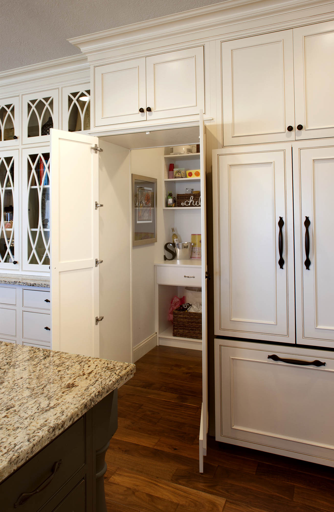 Painted kitchen pantry in Soft Cream with Oatmeal Glaze by Showplace Cabinetry