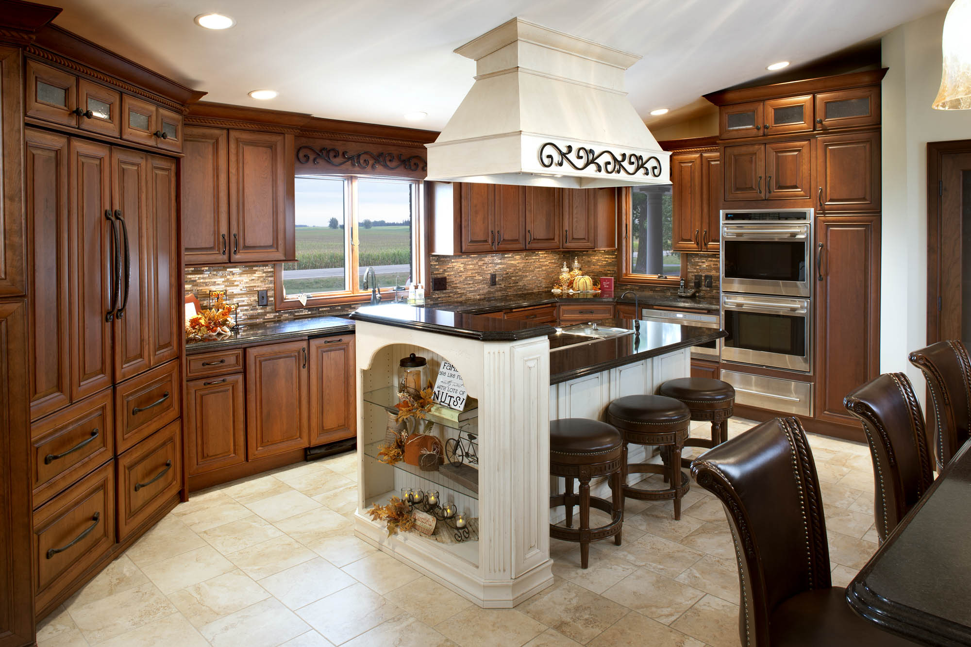 Stained kitchen cabinets in Vintage Autumn by Showplace Cabinetry - view 2