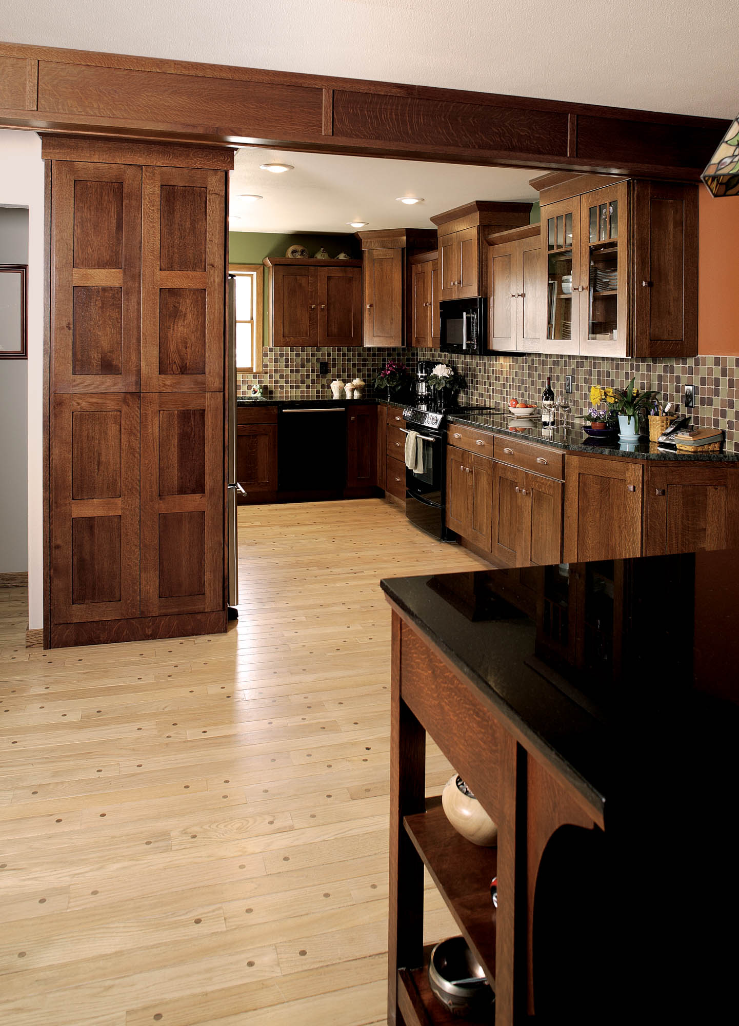Stained kitchen cabinets in Autumn with Ebony Glaze by Showplace Cabinetry - view 2