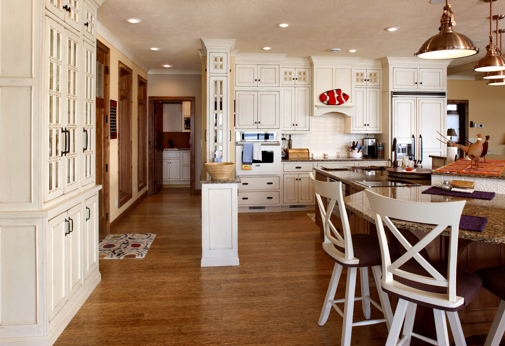 Painted kitchen cabinets in Vintage Soft Cream by Showplace Cabinetry - view 2
