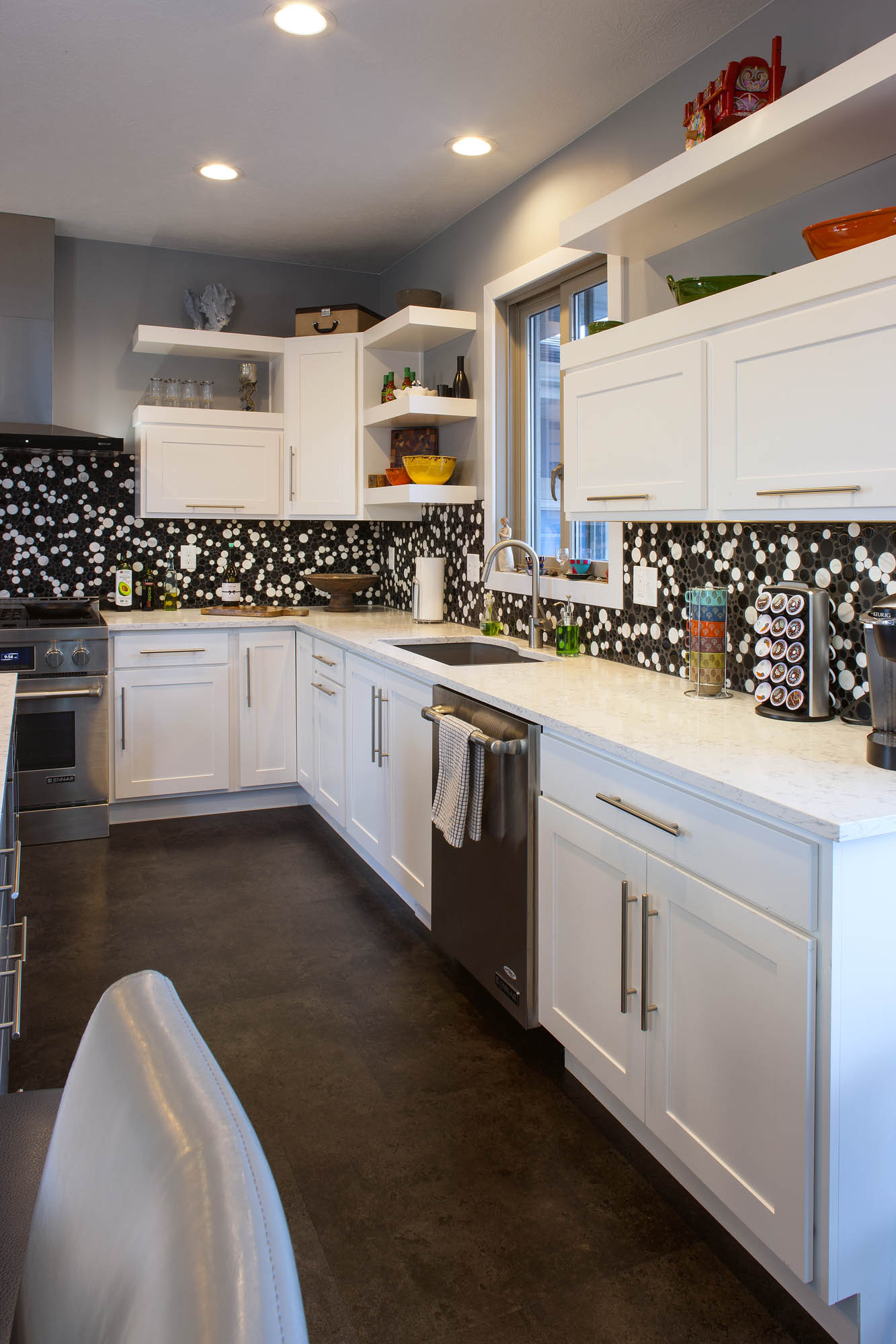 Painted Kitchen Cabinets In White By Showplace Cabinetry   View 2