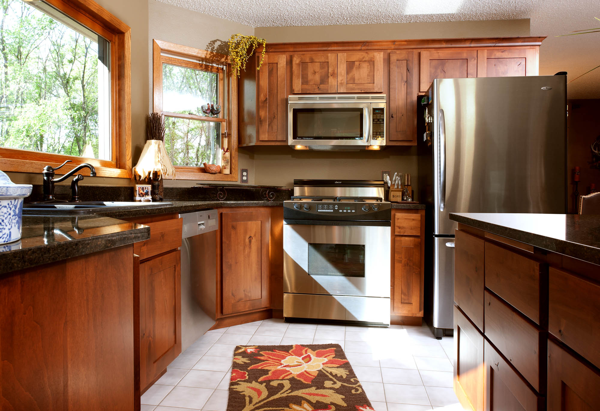 Renew | Stained kitchen cabinets in Autumn by Showplace Cabinetry - view 2