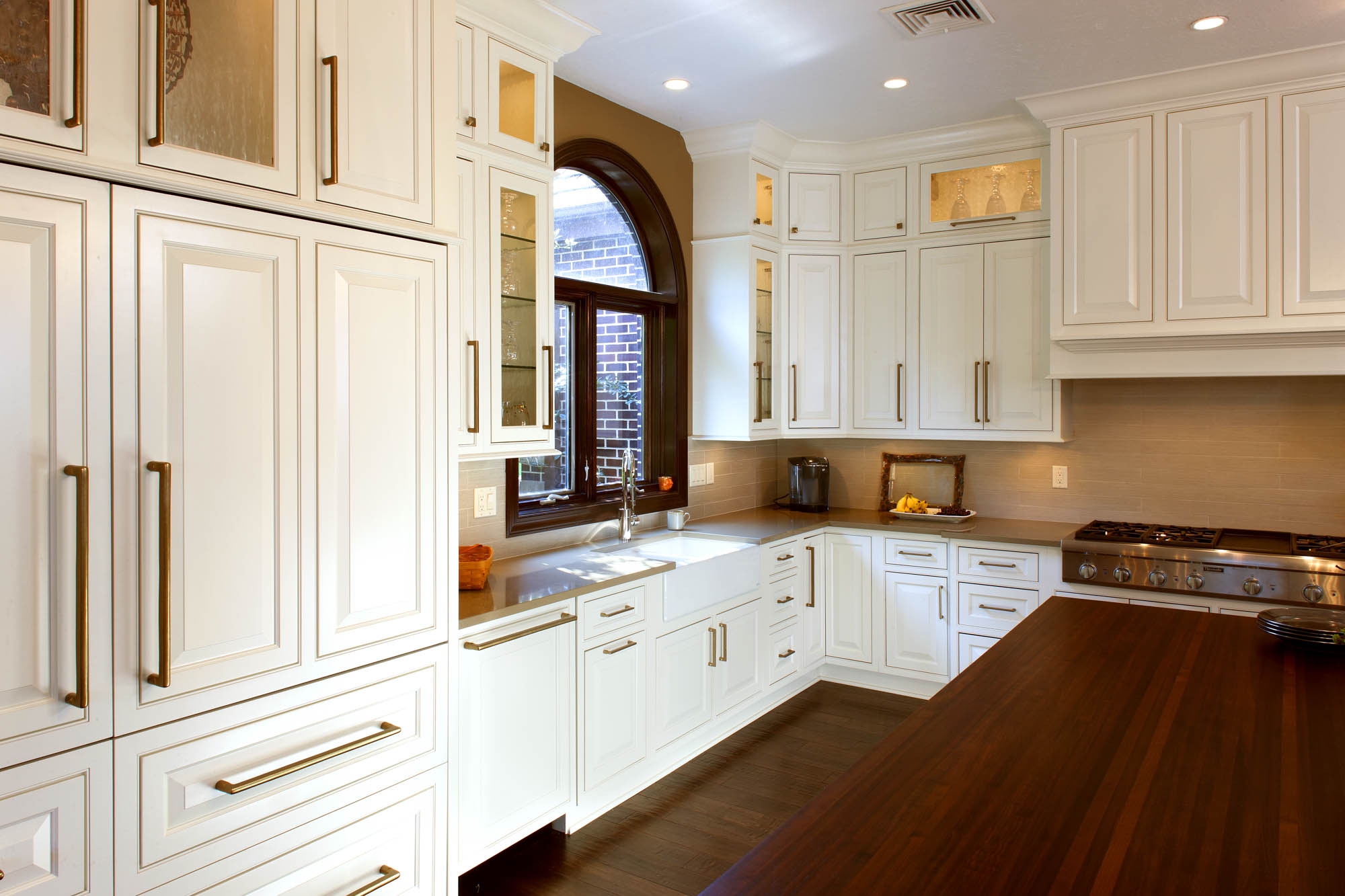 Painted kitchen cabinets in Soft Cream by Showplace Cabinetry - view 2