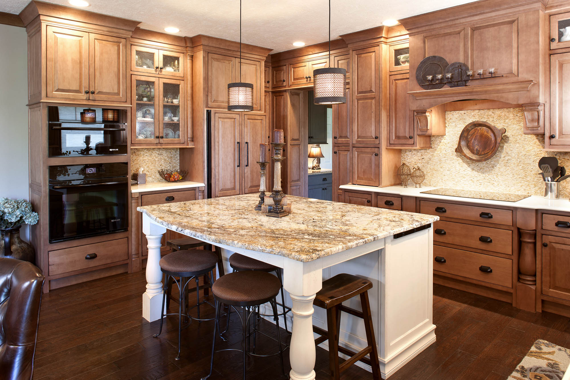 Stained kitchen cabinets in Vintage Nutmeg by Showplace Cabinetry - view 2