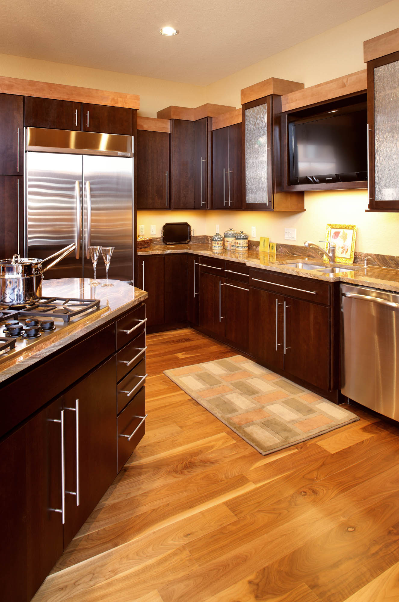 Stained kitchen cabinets in Coffee and Hazelnut by Showplace Cabinetry - view 2
