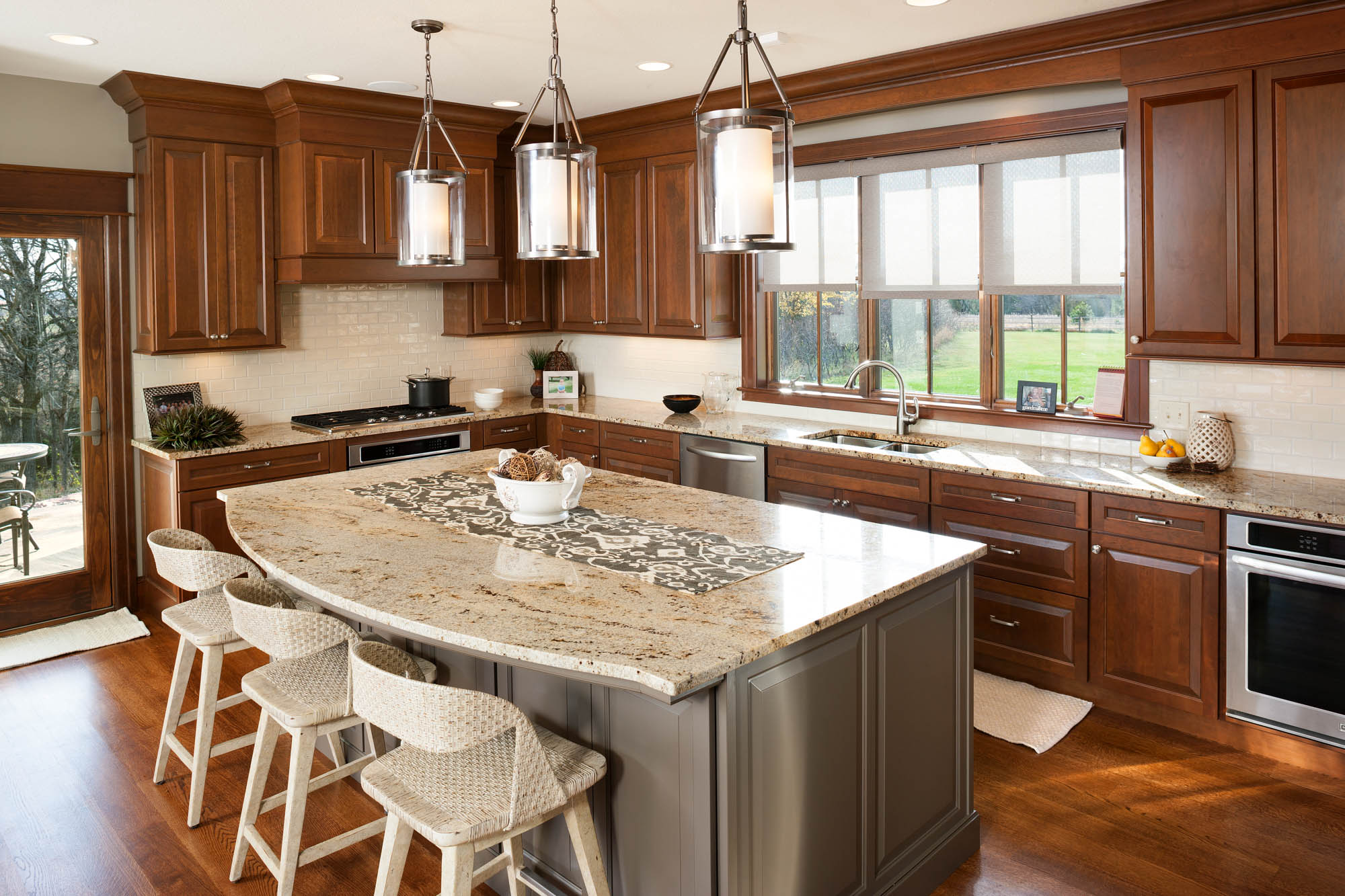 View this welcoming kitchen | Showplace Cabinetry