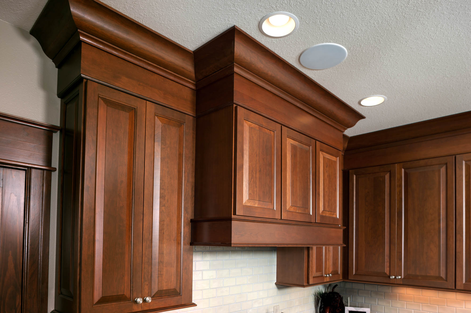 Stained kitchen range hood in Pecan with Ebony Glaze by Showplace Cabinetry & View this welcoming kitchen | Showplace Cabinetry
