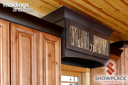 A Black-finished cove molding brings dramatic contrasts to the rustic alder cabinets, and ties-in with the coordinating accent cabinet.